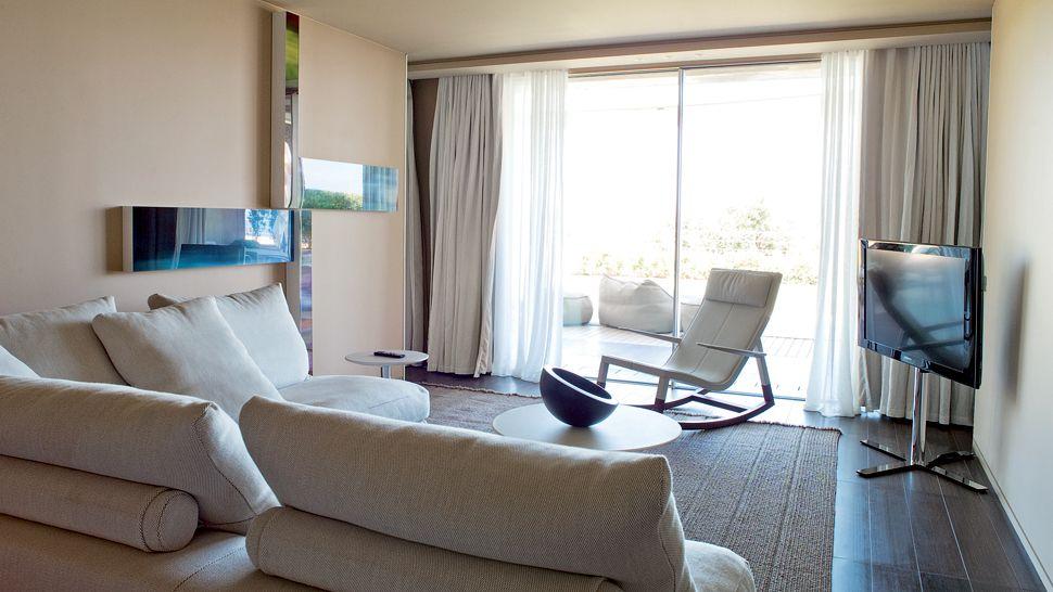 007899-12-guestroom