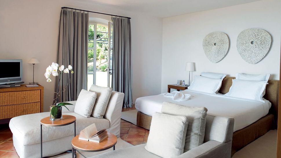 007899-14-bedroom