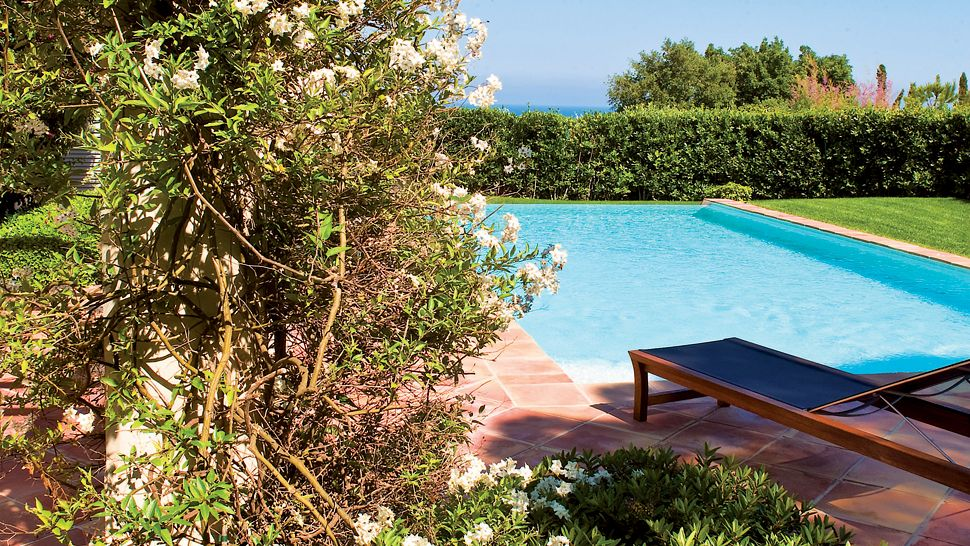 007899-15-private-outdoor-pool