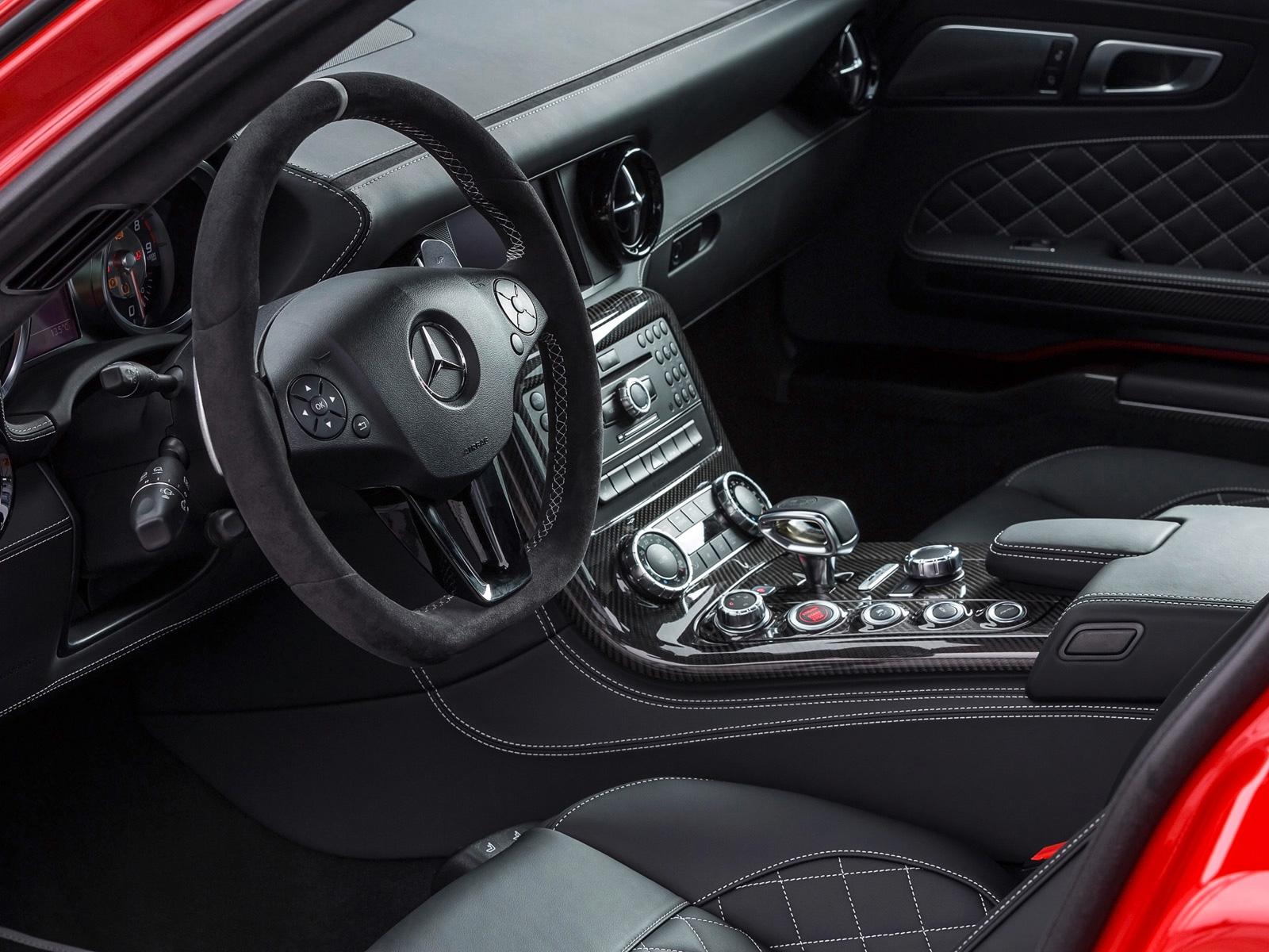 2014-Mercedes-Benz-SLS-AMG-GT-Final-Edition