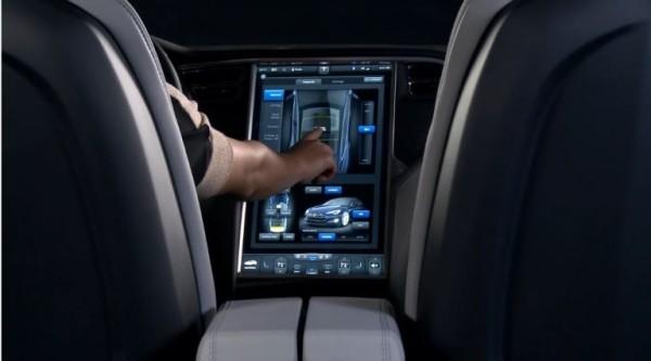Tesla-Model-S-touch-screen