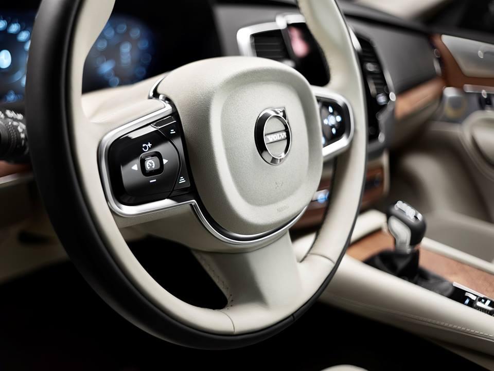 Luxury Volvo XC 90_1