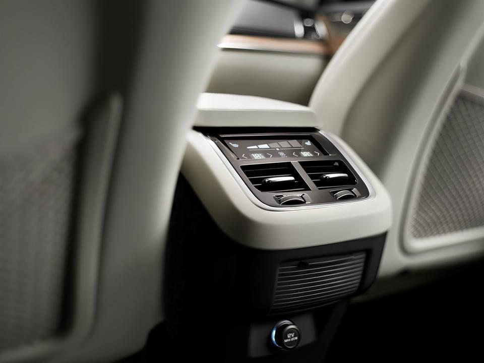 Luxury Volvo XC 90_4