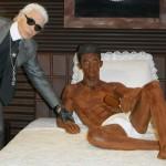 Karl Lagerfeld vytvořil čokoládovou sochu Baptisty Giabiconiciho