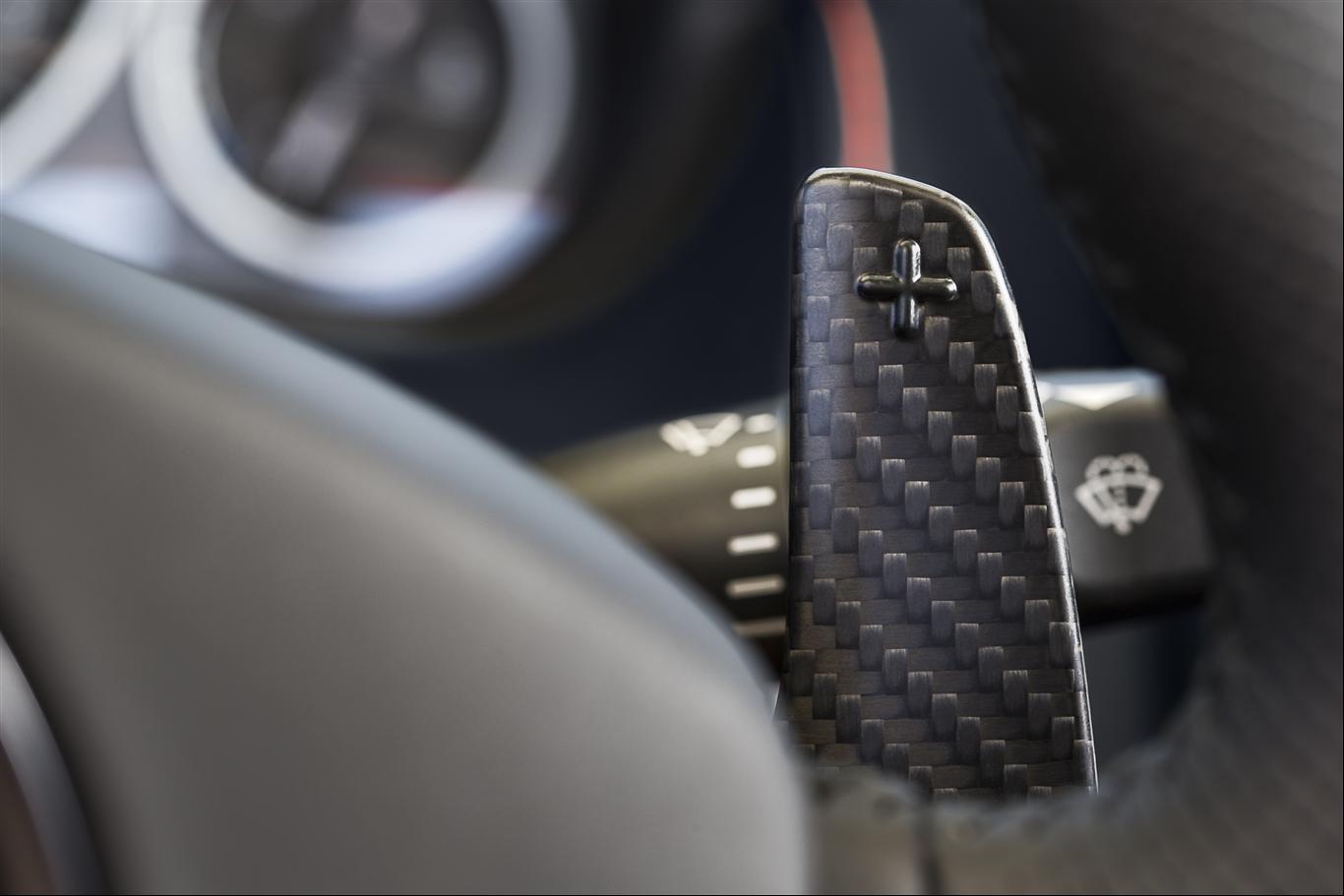Aston Martin V12 Vantage S Roadster 2015 - 4