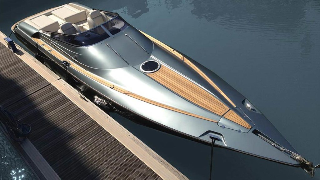Hunton luxury boat