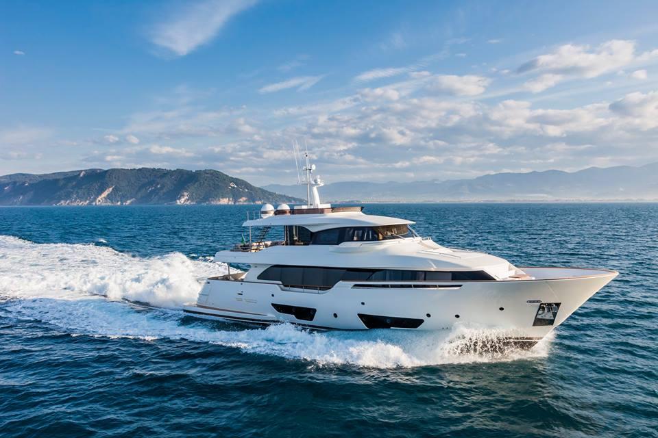 Luxusni-jachta-Ferretti Navetta 28