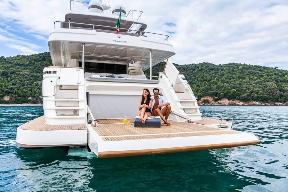 Luxusni-jachta-Ferretti-Navetta 28