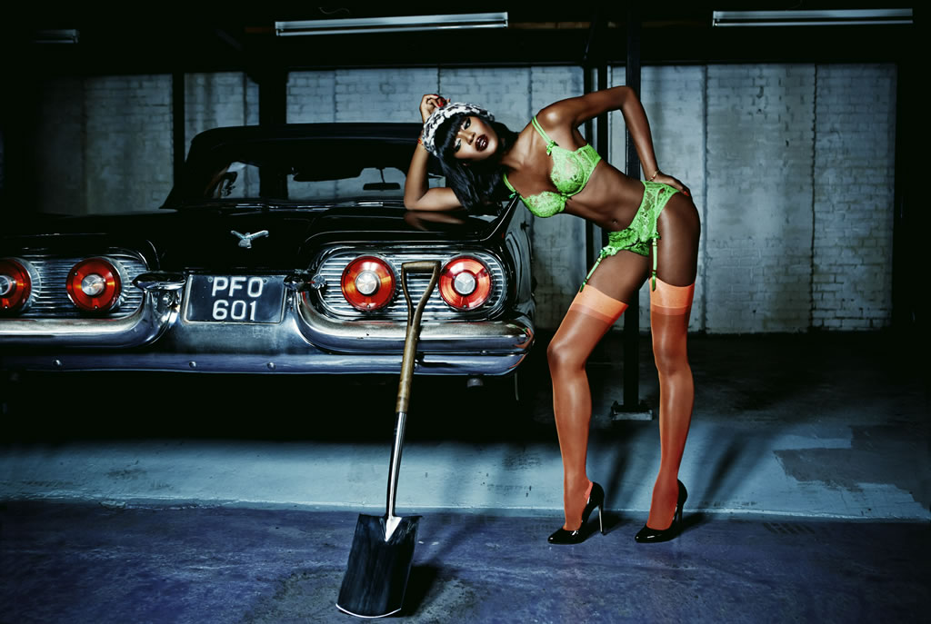 Naomi-Campbell-Agent-Provocateur-1