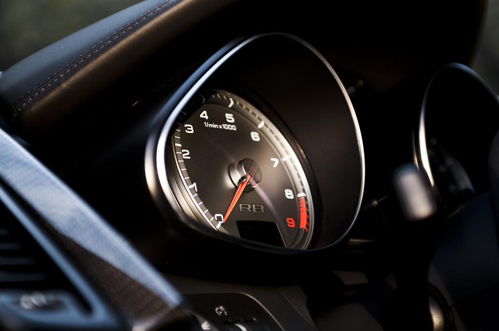 Audi R8 budiky