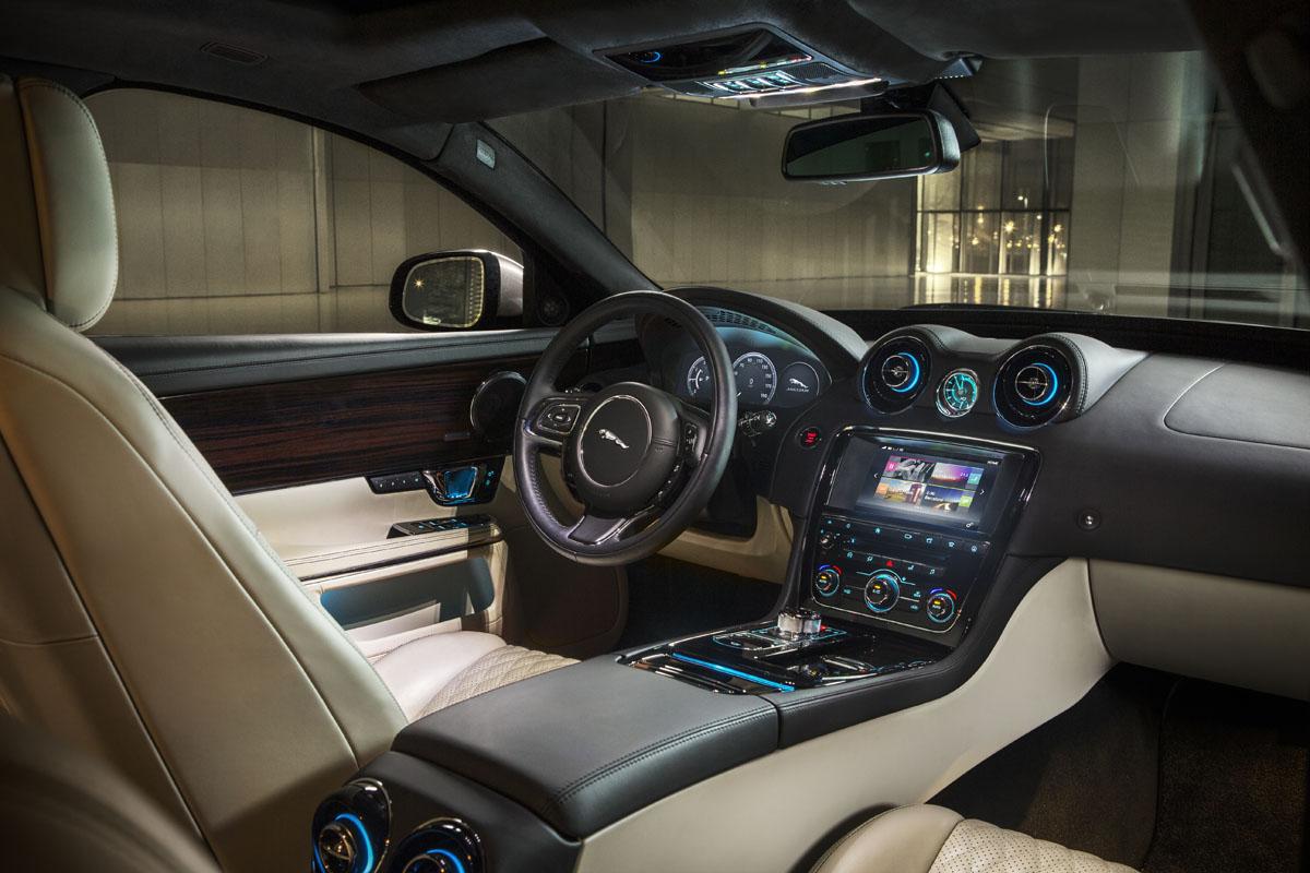 2016-Jaguar-XJ-interier