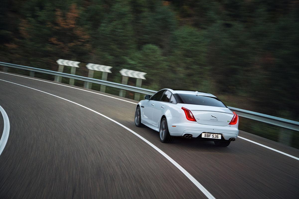 2016-Jaguar-XJ-rear