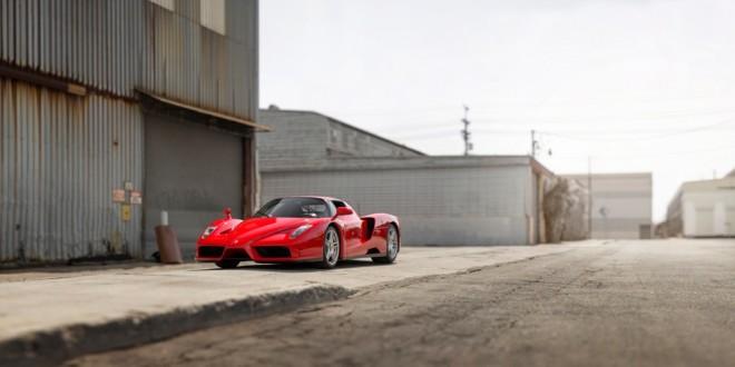 Ferrari Enzo od papeze