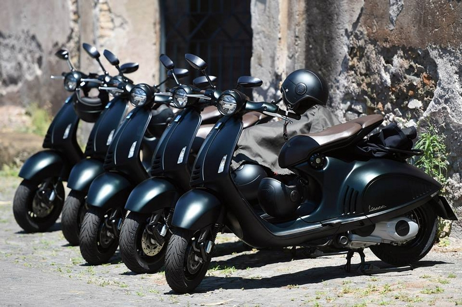 Luxusní skútr Vespa 946 Emporio Armani