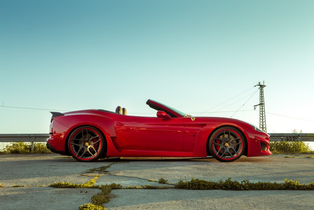 Luxusni spider Ferrari California T N-Largo