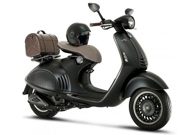Vespa 946 Emporio Armani - luxusni skutr