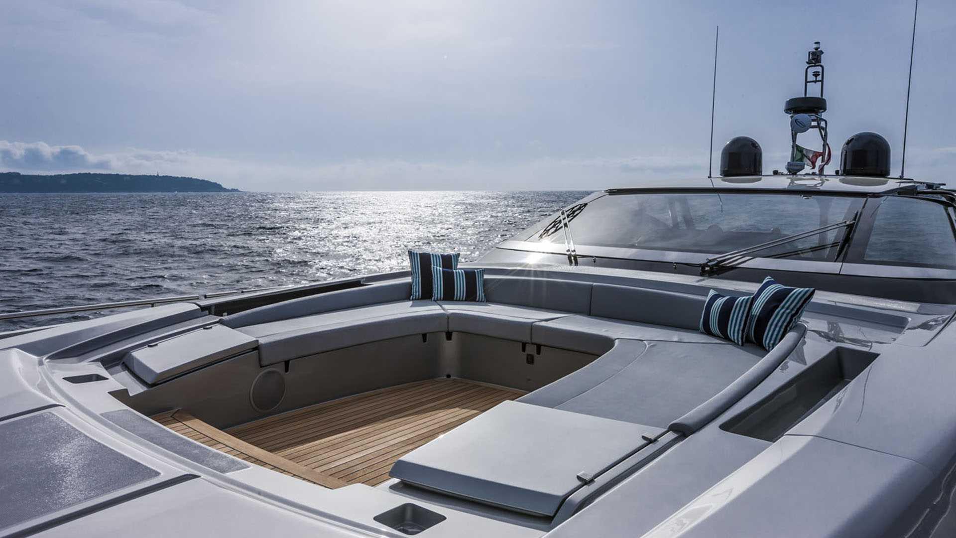 luxusní člun Riva 88 Florida