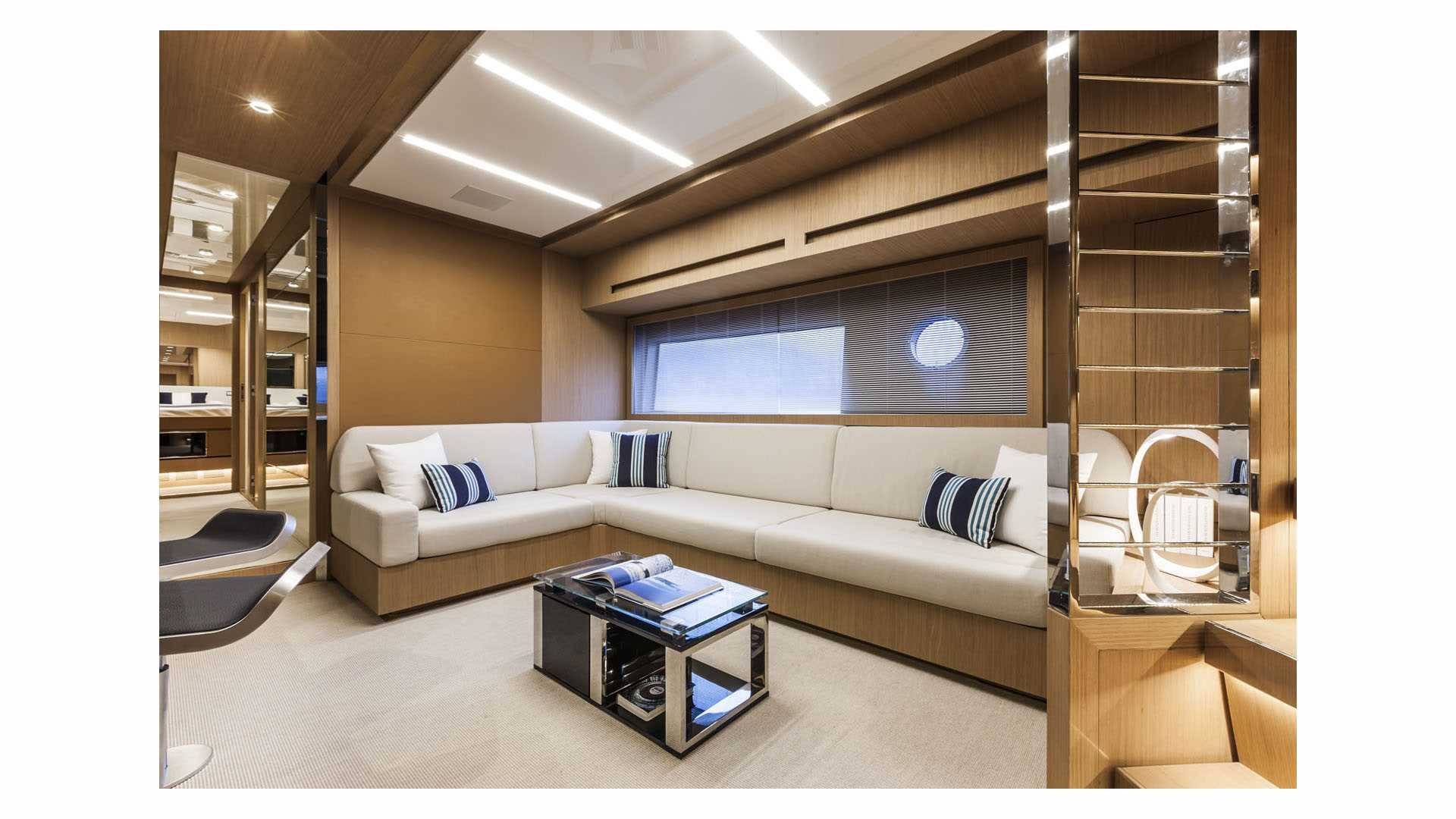 luxusni jachta Riva 88 Florida interier