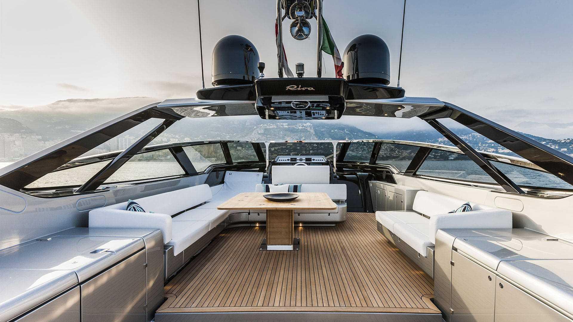 luxusni jachta Riva 88 Florida