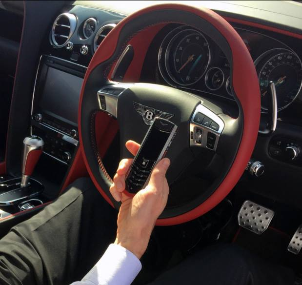 Luxusni telefon Vertu Signature Bentley