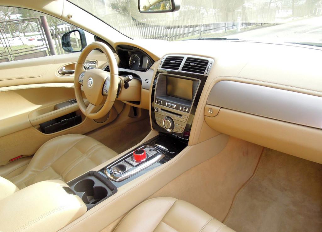 Jaguar XK Coupe 5.0 V8 interiér