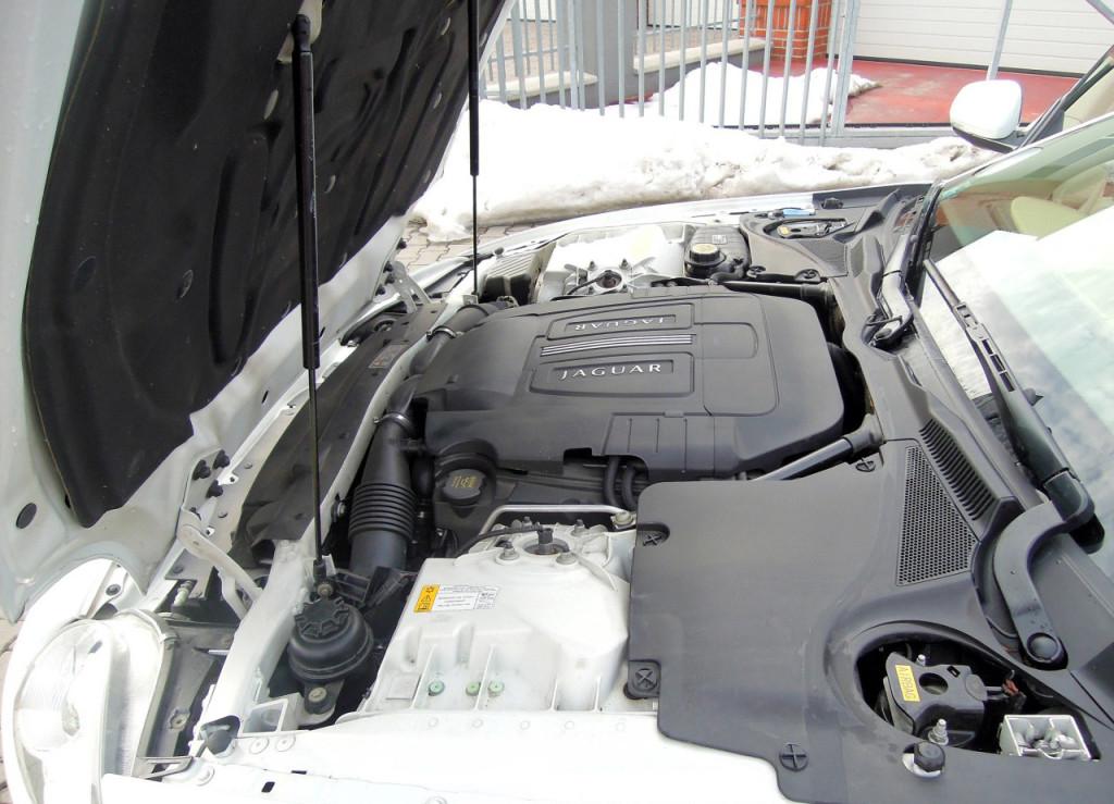 Jaguar XK Coupe 5.0 V8 motor