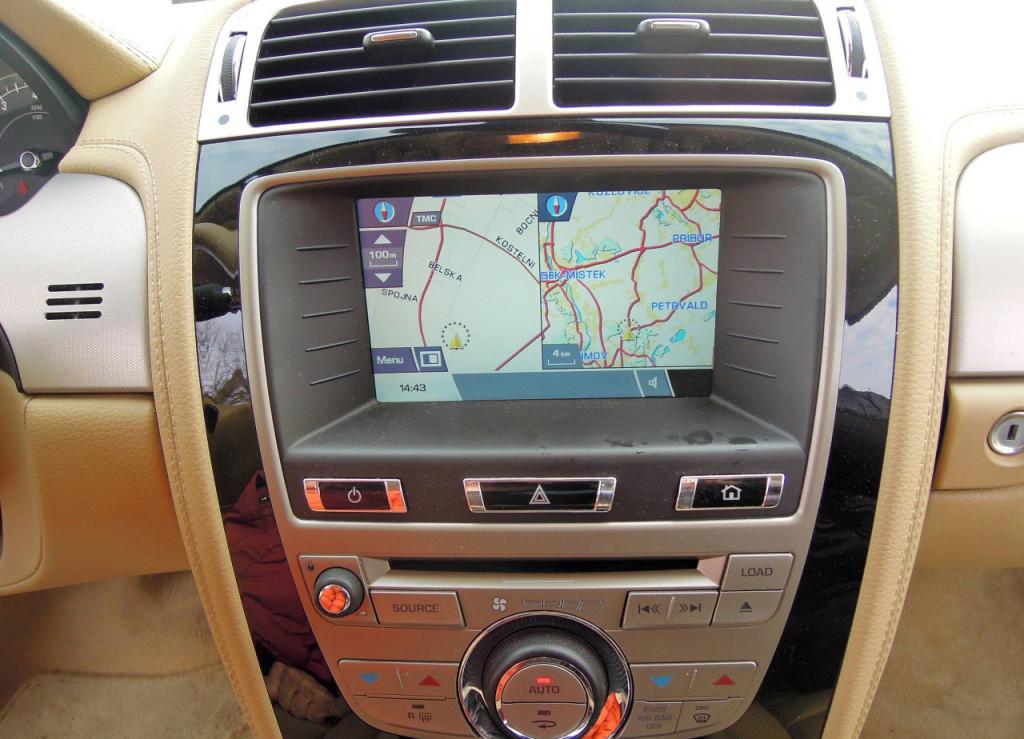 Jaguar XK Coupe 5.0 V8 navigace