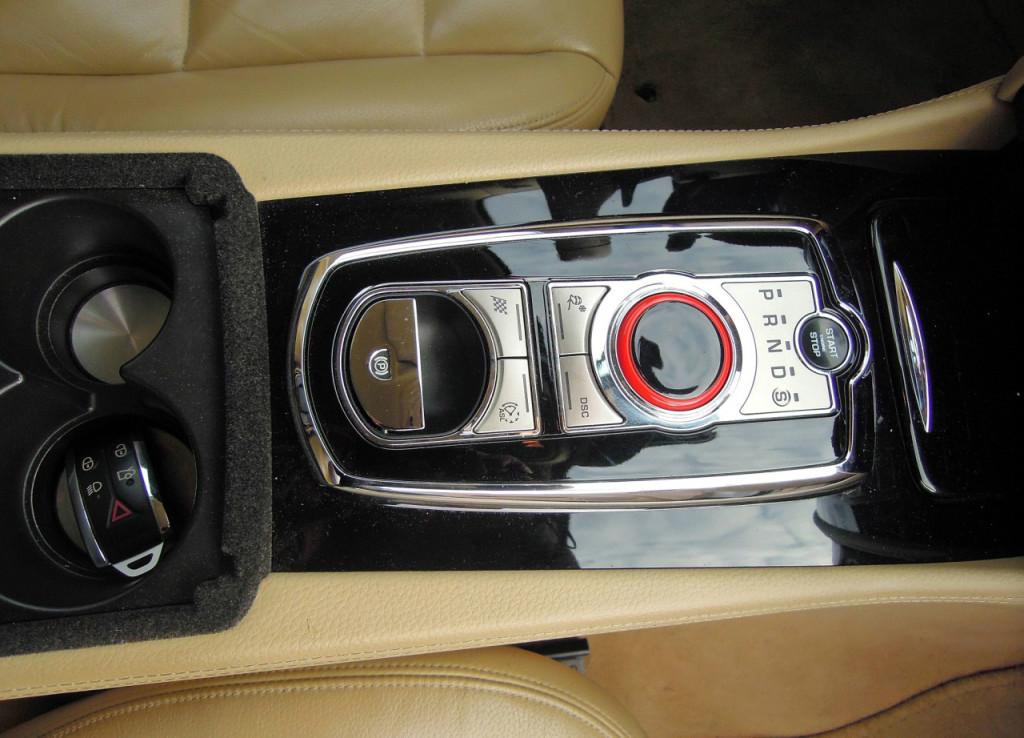 Jaguar XK Coupe 5.0 V8 ovládací panel