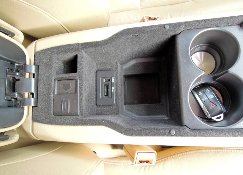 Jaguar XK Coupe 5.0 V8 přípojky