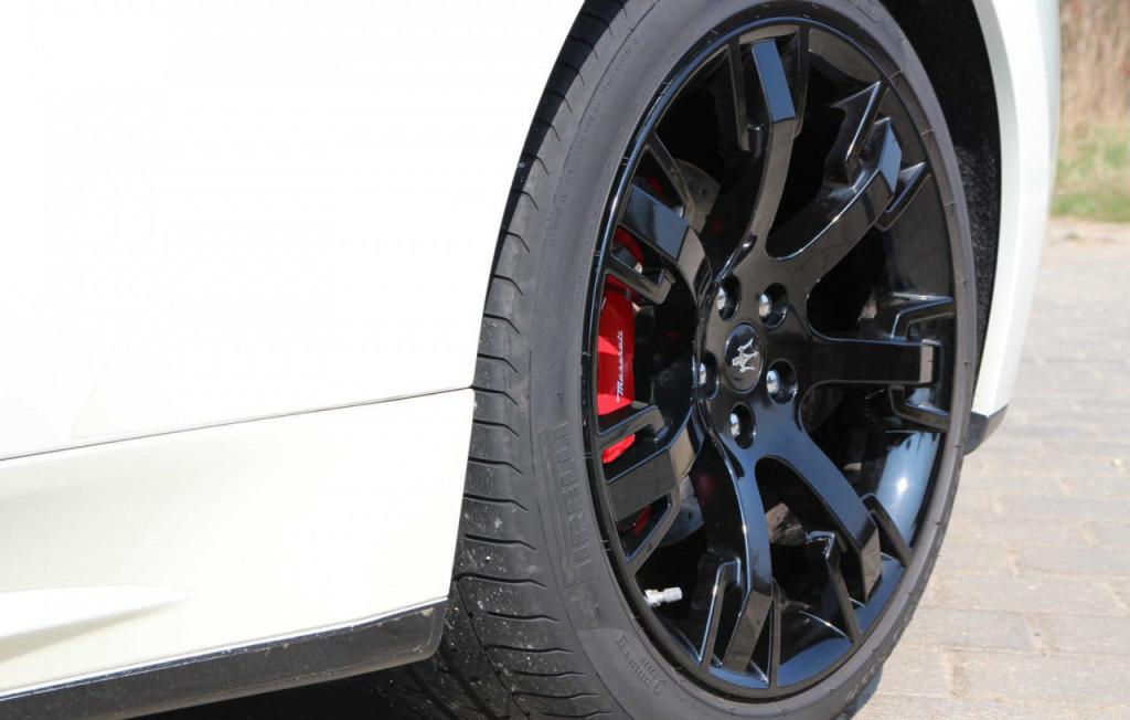 Maserati GranTurismo S kola
