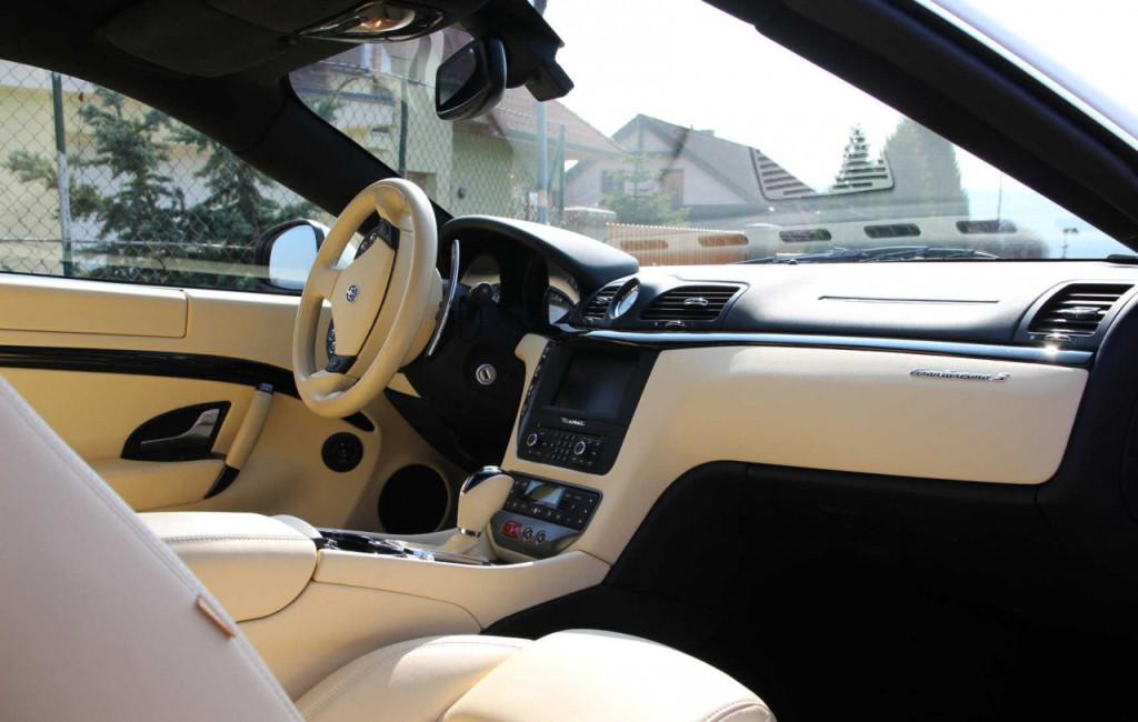 Maserati GranTurismo S.jpg interiér