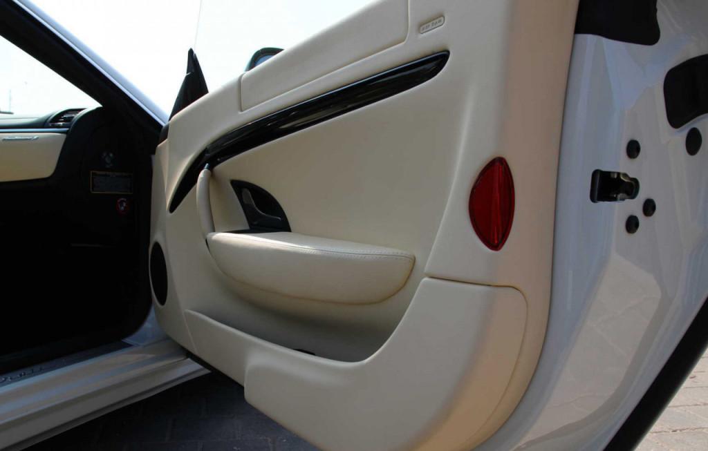 Maserati GranTurismo S.jpg interier