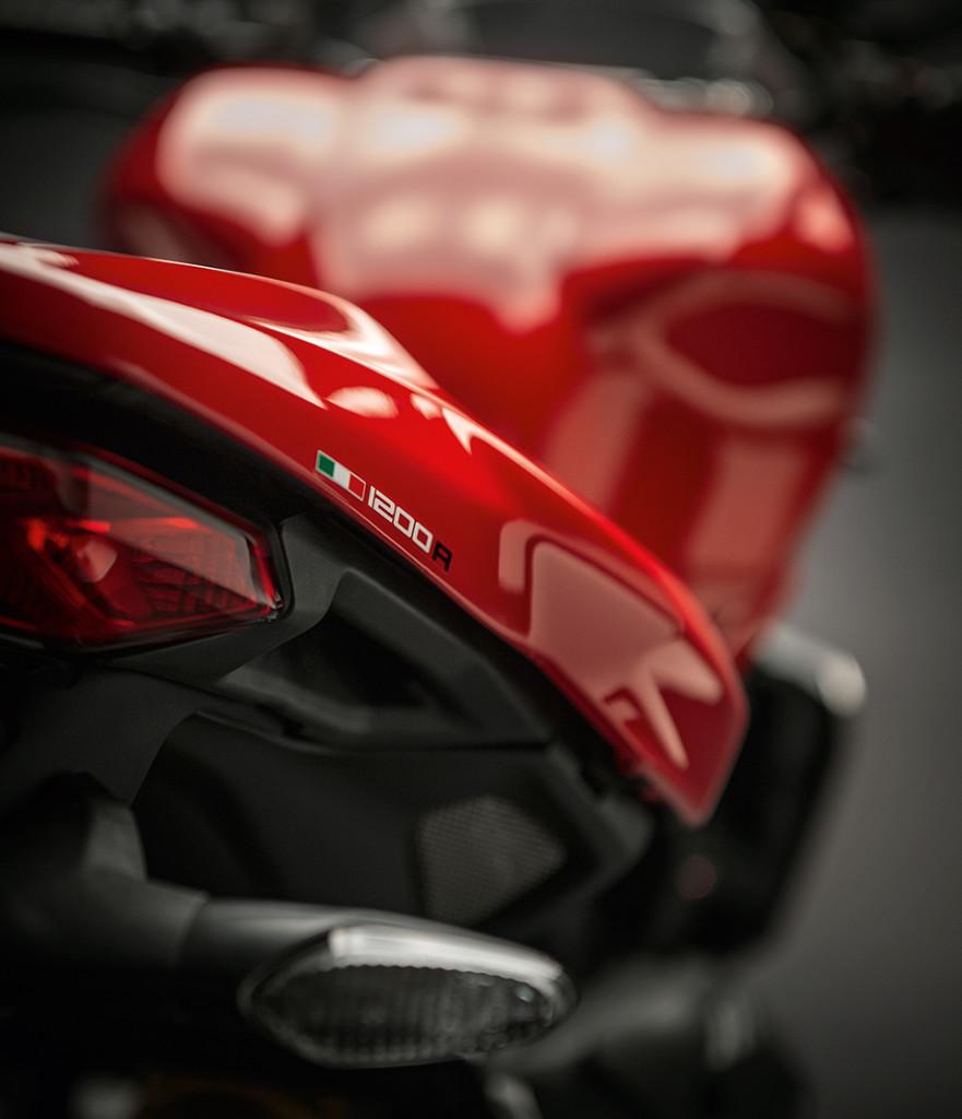 Ducati Monster 1200 R detaily