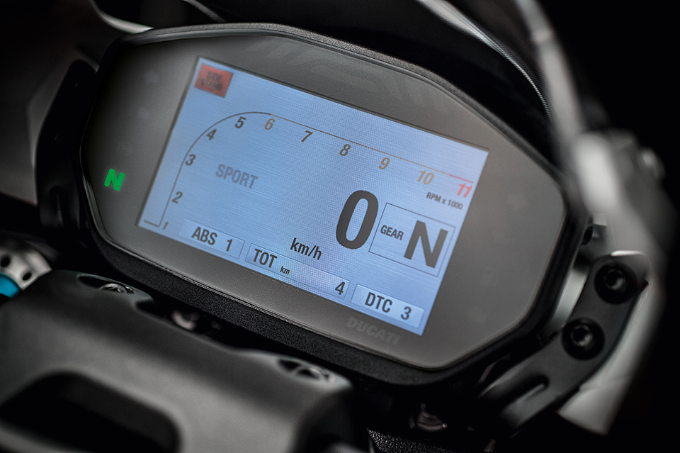 Ducati Monster 1200 R display
