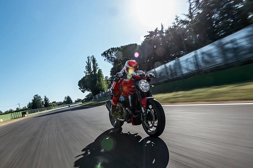 Luxusní motocykl Ducati Monster 1200 R