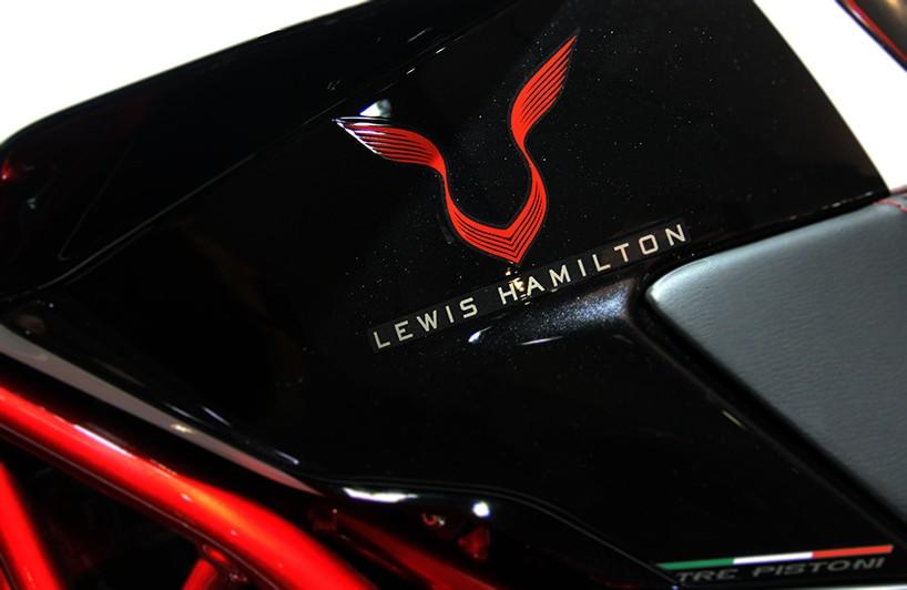 Limitovaná edice MV Agusta Dragster RR Lewis Hamilton