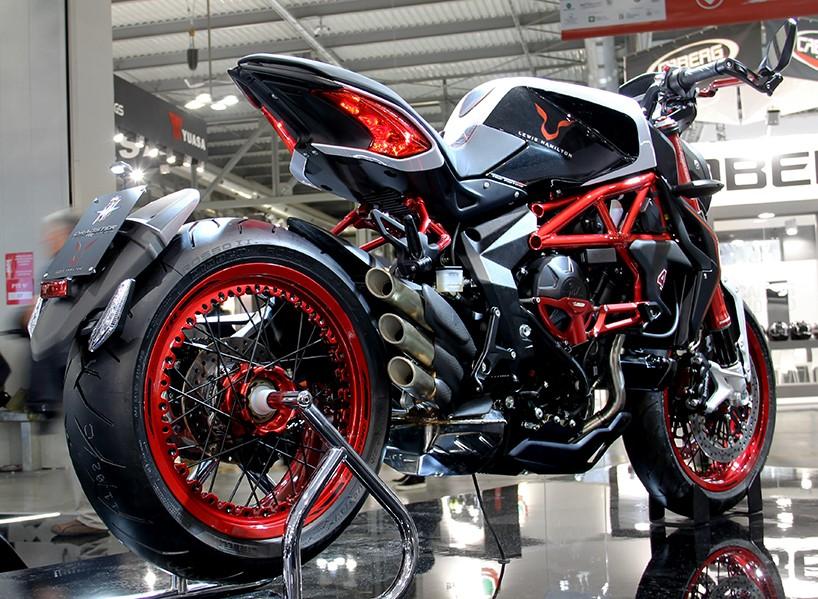 Luxusní motocykl MV Agusta Dragster RR Lewis Hamilton