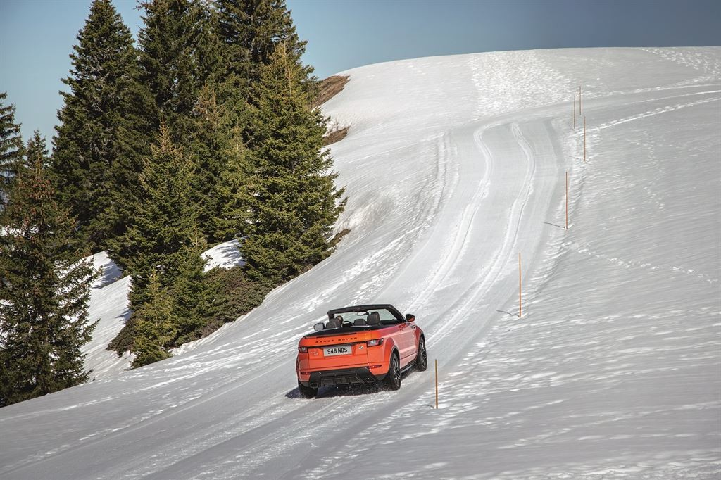 RR_EVQ_Convertible_Driving_Snow091115_07_LowRes