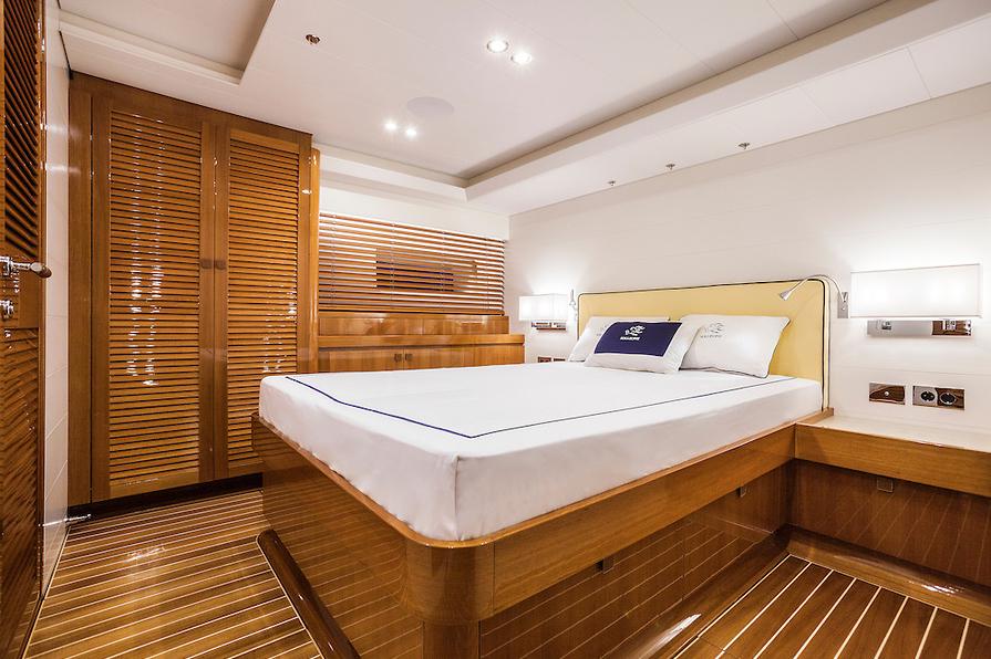 Luxusní interiér plachetnice Nautors Swan 115S