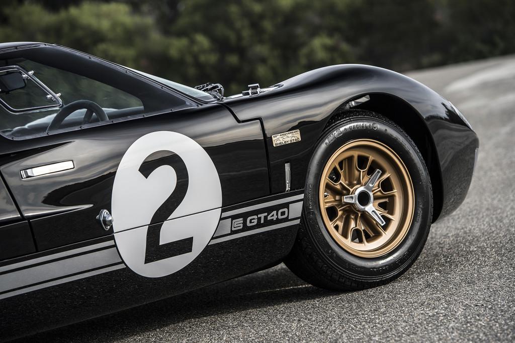 Ford GT40 50th Anniversary Edition - závoďák na silnici