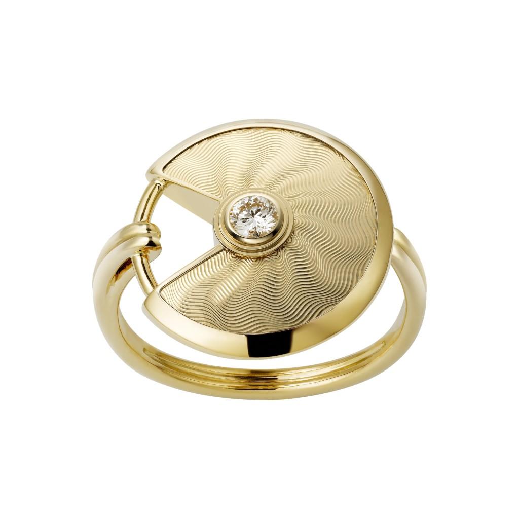 Amulette de Cartier ring, small model, yellow gold, diamond
