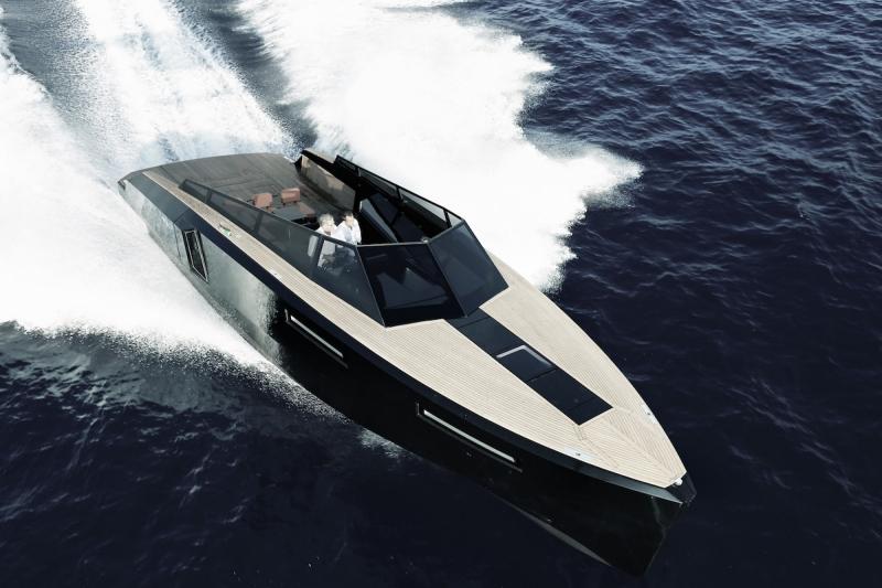 EVO 43 - luxusní sportovní člun