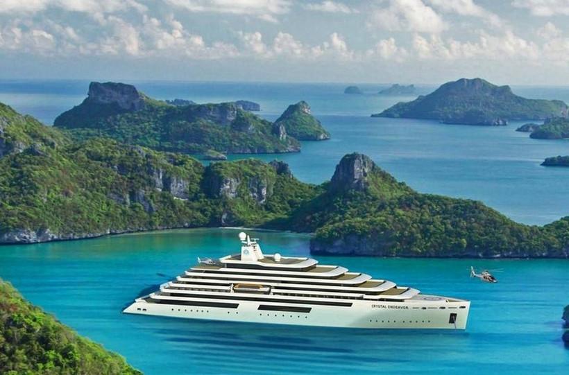 Luxusní mega jachta Crystal Endeavor
