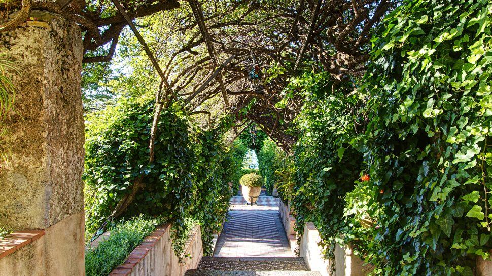 San Domenico Palace Hotel - rozkvetlé zahrady