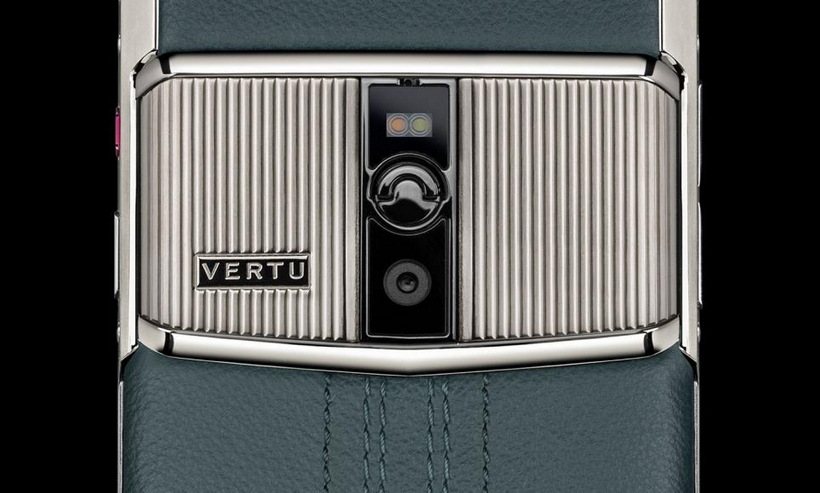 luxusni-mobil-vertu-signature-touch-teal-fluted-edition