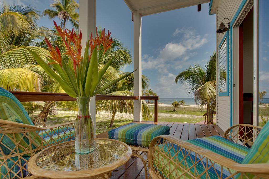 hatchet-caye-island-resort
