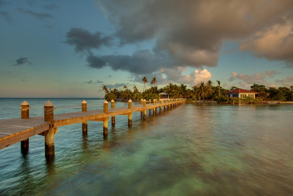 luxusni-ostrov-na-prodej-hatchet-caye-island-resort