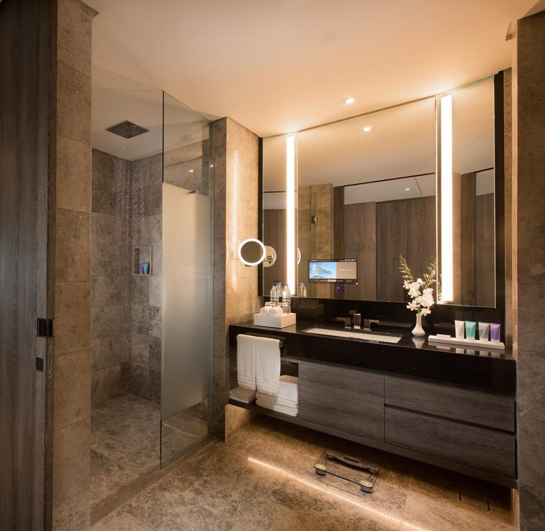 luxusni-hotel-conrad-manila-koupelna