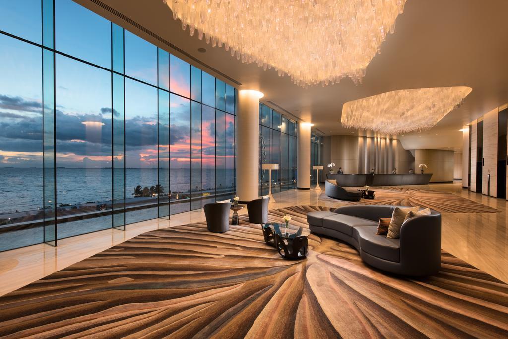 luxusni-hotel-filipiny-conrad-manila