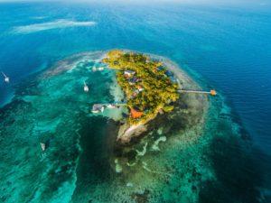 ostrov-na-prodej-hatchet-caye-island-resort